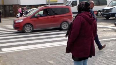 Bolu'da kırmızı ışık ihlali yapan yayaları durdurup böyle ceza yazdılar