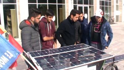 İklim değişikliği ve nükleer silahlara dikkat çekmek için Fransa'dan bisikletiyle Erzincan'a geldi