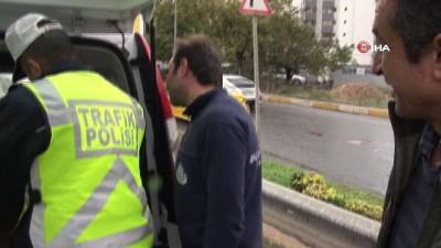 Kozyatağı'nda kamyon devrildi, art arda kazalar yaşandı