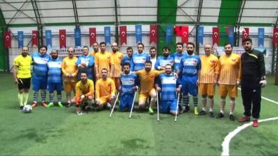 Küçükçekmece'de 'Spor Engel Tanımaz' sloganıyla bir dostluk maçı düzenlendi