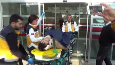 saglik ekipleri -  Öğretmenlerin bulunduğu otomobil dereye yuvarlandı: 5 Yaralı
