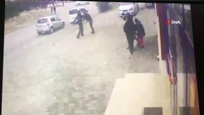 Sokak ortasında pompalı tüfekli kız kavgası kamerada