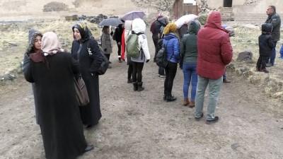 Doktorlar diyabetli hastalarıyla Ani Örenyeri'ni gezdi - KARS