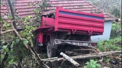 Freni boşalan kamyonet eve girdi - ZONGULDAK Haberi