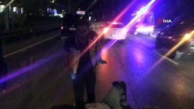 İki aracın karıştığı kazada motosiklet sürücüsü yaralandı, trafik kilitlendi