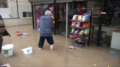 Reyhanlı'da şiddetli yağış ev ve iş yerlerini sular altında bıraktı