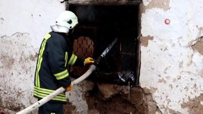 Sabahın erken saatlerinde metruk evde çıkan yangın vatandaşları sokağa döktü