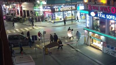 Soğuğa karşı sokakta yorganla dolaştılar