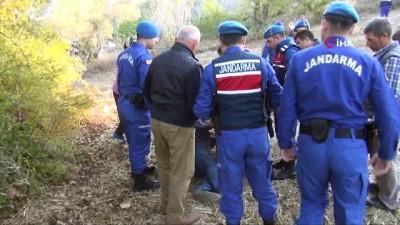 Yoldan çıkan öğrenci servisi 150 metrelik şarampole devrilip yan yattı: 3 yaralı