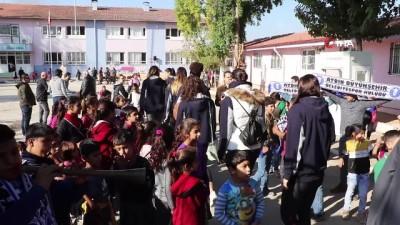 Aydın'ın sultanları Kocagürlü çocuklarla maç yaptı