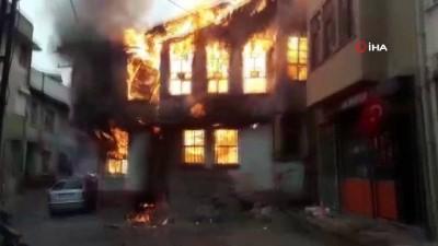 Bursa'da ahşap ev alevlere teslim oldu