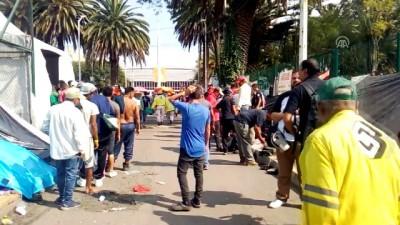 Çetelerin tehditlerinden kaçıp göçmen kervanına katıldı - MEKSİKO