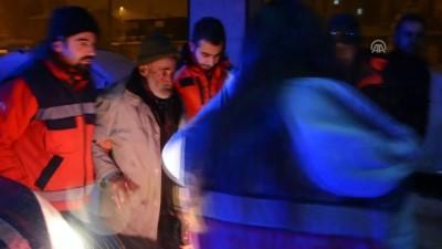 Kars'ta tipide mahsur kalan çoban kurtarıldı Video