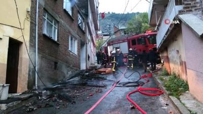 yasli adam -  Sobayı yakarken halıya düşen ateş evi küle çevirdi