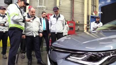 Bakan Varank, Toyota Fabrikası'nda üretilen 'Corolla Sedan Hybrid' modelini inceledi