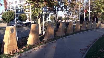 Belediye parkındaki 12 büstten 9'u çalındı