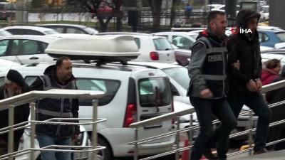 Camide abdest alan vatandaşın 8 bin TL'sini çalan 3 kişi adliyeye sevk edildi