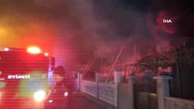 yangin yeri -  Karaman'da tek katlı ev çıkan yangın korkuttu