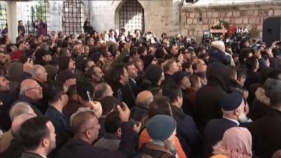 Öldürülen gazeteci Cemal Kaşıkçı için Fatih Camii'nde gıyabi cenaze namazı kılındı