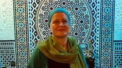 | Müslüman olan Alman Heika: Avrupa'da başörtüsü taktığımda beni kanser sanıyorlar
