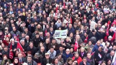 CHP'nin Büyükşehir Belediye Başkan Adayı Akın'ı binlerce kişi karşıladı