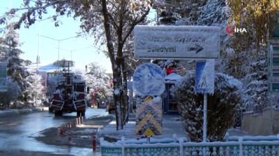 Erzurum dondu... Termometreler - 10 dereceyi gösterdi
