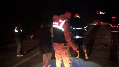 bild -  İslahiye'de ticari taksi ile otomobil çarpıştı: 3 yaralı