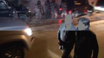 ozel harekat polisleri -  Adana'da besicilik yapan vatandaşların hayvanlarına ve paralarına zorla el koyan suç örgütüne operasyon: 20 gözaltı