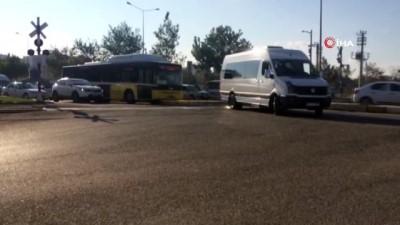Bariyerler kapandı alarmlar çaldı, sürücüler dikkate almadı İzle