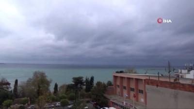 Marmara Denizi'nde ulaşımına poyraz engeli