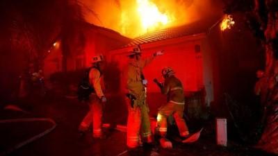 VİDEO | Kaliforniya tarihinin en yıkıcı yangını: Bilanço en az 23'e yükseldi