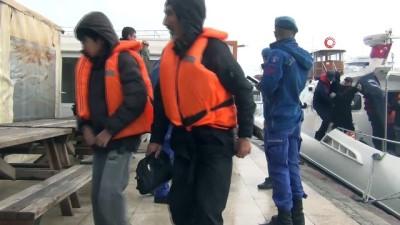 Ege Denizi'nde 44 göçmen kurtarıldı