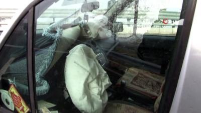 Sis nedeniyle araç bariyerlere çarptı: 2 kişi yaralandı