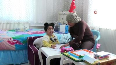 SMA hastası minik Firdevs'in evde eğitim mutluluğu