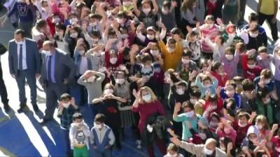 Bin öğrenci maske taktı