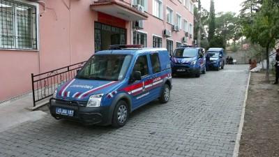Manisa'da cinayet zanlısının polisi yaralaması - Zanlı adliyeye sevk edildi