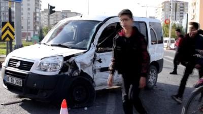 Yakıt tankeri ile hafif ticari araç çarpıştı: 1 yaralı