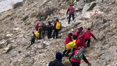 cenaze -  2 kişiye mezar olan uçağın enkazı 2900 rakımlı dağda bulundu