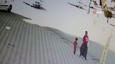 Annenin hayat kurtaran refleksi...Annenin kaza sırasında ani bir refleksle kızını kurtarma anları kamerada