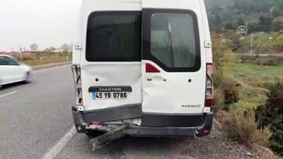 Otomobil işçileri taşıyan minibüse çarptı: 5 yaralı - MANİSA