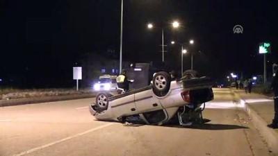 Otomobil, kaldırıma çarparak takla attı: 3 yaralı - TUNCELİ