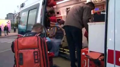 Tramvay öğrenci servisine çarptı: 6 yaralı