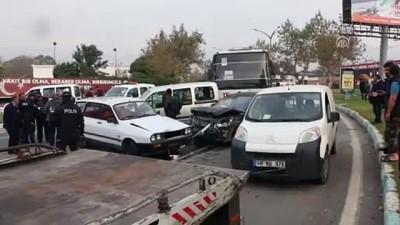 Freni boşalan midibüs trafik ışığında bekleyen araçlara çarptı: 2 yaralı - KAHRAMANMARAŞ