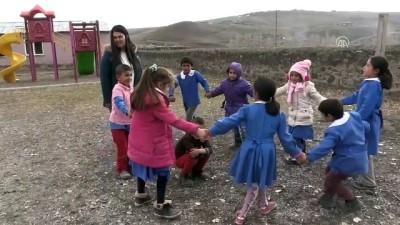 Köy okulunun fedakar kadın öğretmenleri - KARS