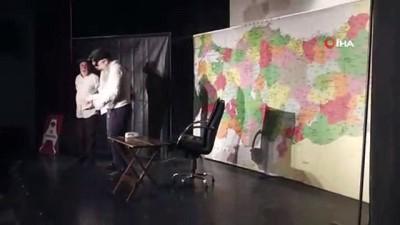 Malazgirt'te öğretmenler için tiyatro gösterisi yapıldı