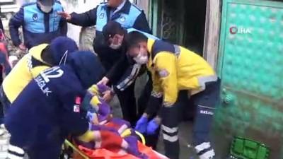 yasli kadin -  Ayşe Nine için ekipler harekete geçti...Hasta olduğu için yatağından kalkamadığı anlaşılan yaşlı kadın hastaneye kaldırıldı