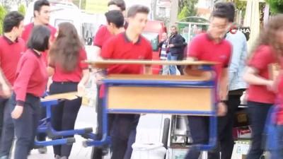 lise ogrencisi -  Emekli öğretmenlere duygulandıran 'Sokakta Sınıf' jesti