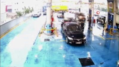 akaryakit istasyonu -  Lastik patlatıp soygun planı yapan hırsızlar kamerada
