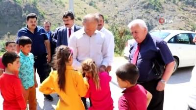 Tuncelili 2 çocuk annesi kadın, şehit öğretmen Necmettin Yılmaz'a şiir yazdı