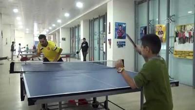Engelli masa tenisçi, şampiyon adayları yetiştiriyor - HAKKARİ